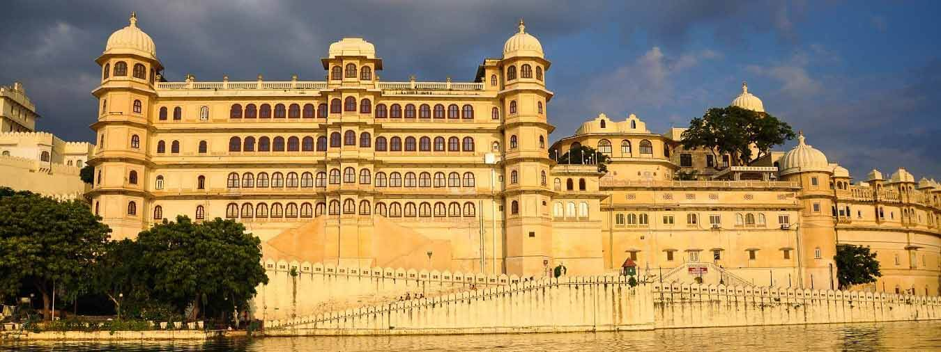 taxi-in-udaipur-taxi-service-in-udaipur