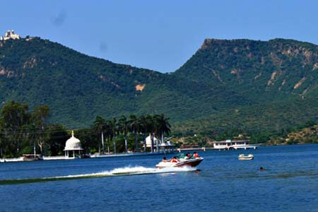 udaipur sightseeing by cab